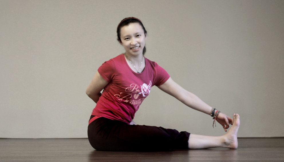 Yoga teacher — Dolly<br /><p>我與瑜珈相識的很早,早到我無法感受到甚麼叫青春期的叛逆。因為瑜珈的關係,<br /> 讓我可以更能聽到自己心裡深層的聲音</p>