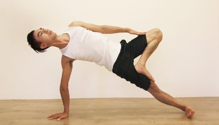 Yoga teacher— Janus<br /><p>2006年秋天,當我從啟蒙老師Theresa Merz手中接下她親手寫下我姓名名牌的那一刻,開始了我在瑜珈國度裡的旅程</p>