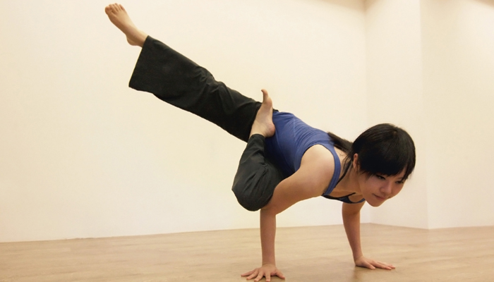 Yoga teacher —  Amber<br /><p>為什麼練習瑜珈?<br /> 理由一直改變,方向也一直在改變,<br /> 但更多了些自在吧!</p>