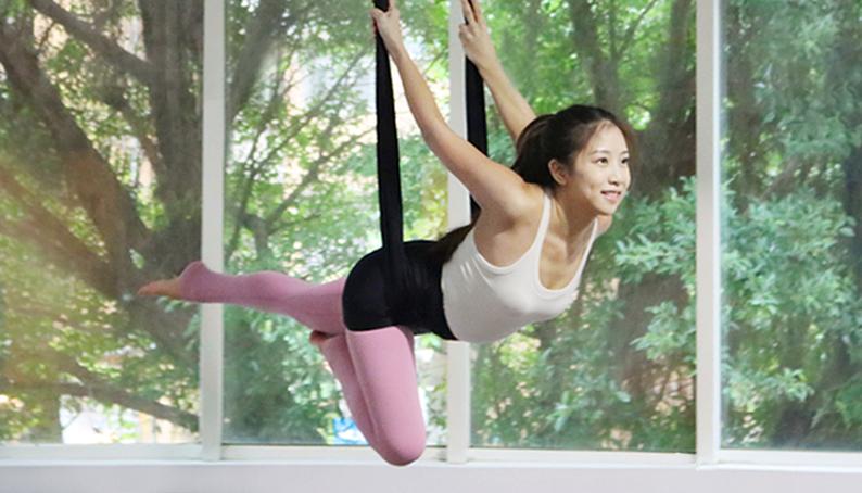 Yoga Teacher — Jacqui<br /><p>我自小移民到南美洲,10年前回台灣後,因為這個轉變,讓我一度的找不到原本的自己,認識瑜珈前的我是任何事情都要第一的一直以來告訴自己沒有做不到的。</p>