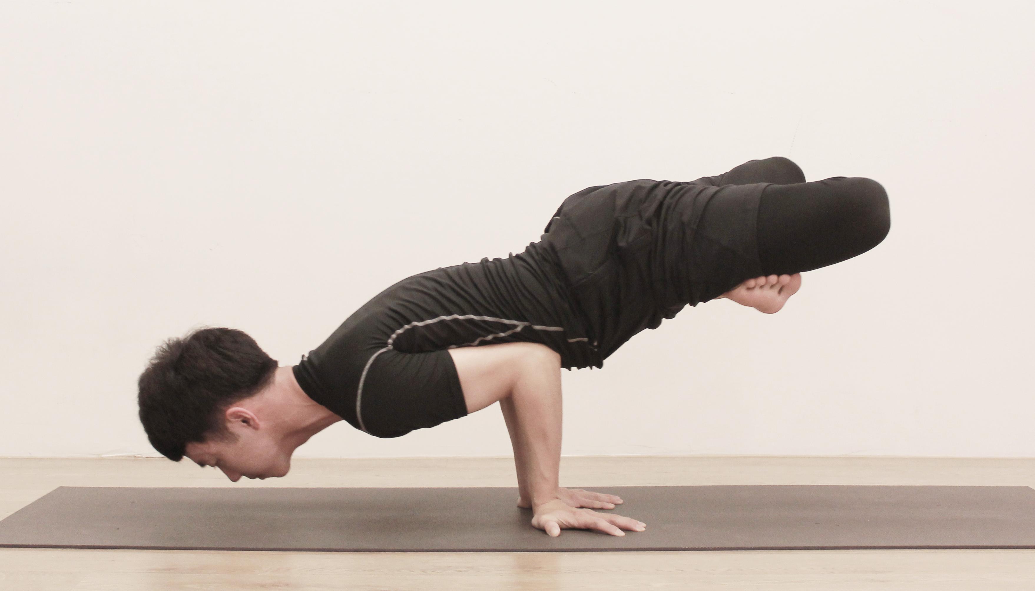 Yoga Teacher — Jason<br /><p>從小我就是個熱愛各種球類運動的人,而其中羽球最為喜愛,但是在長期運動過度之下導致膝蓋、手腕、腳踝、腰椎、背部產生嚴重的運動傷害,因為舊傷的關係</p>