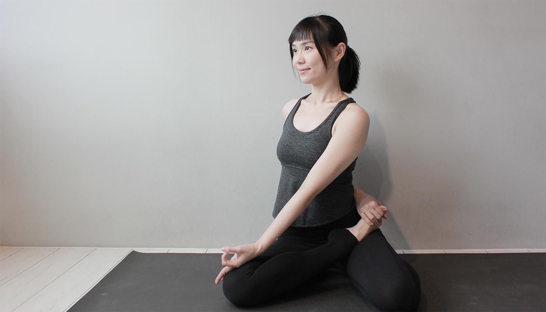 Yoga Teacher — Jenni<br /><p>曾經,長年深受背痛困擾,遍尋中西醫,皆無法舒緩,直到遇見了「瑜珈」!還記得第一堂瑜珈課,前彎只能摸到小腿,看著同學們一個個「對折」</p>