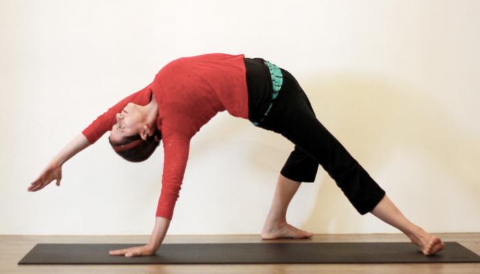 Yoga teacher — Debbie<br /><p>Debbie多年來沉浸在瑜珈的領域中,多年的瑜珈 (包括Hatha yoga, Ashtanga, Sivananda, Anusara and Iyengar及與世界知名老師學習) </p>